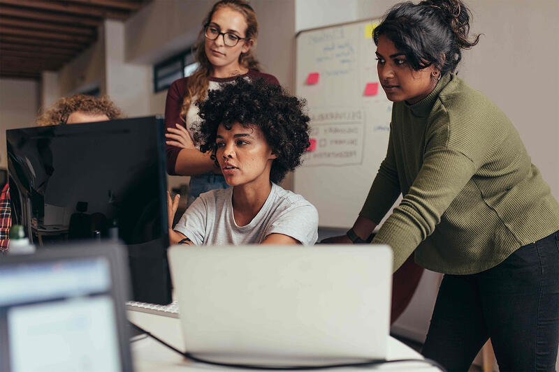 Women-working-by-computer